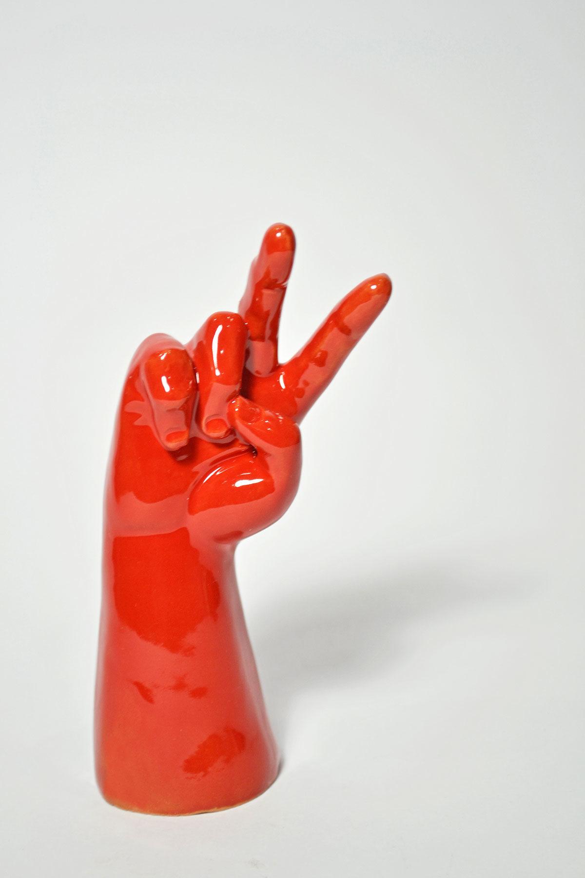 mano-vittoria-rosso-web